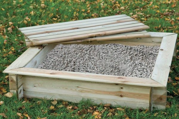 Small sandpit with wooden lid Tuindeco 16x6100